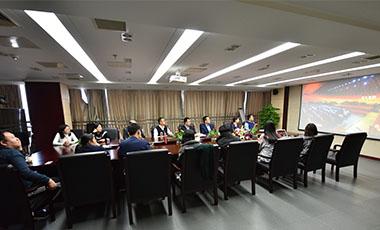 党员集中学习《榜样3》专题片